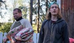 pukkilan_kesateatteri.2017._kuvassa_aki_viljanen_klaus_ja_tuukka_eskola_yrjo._kuva_tiina_raikkonen