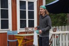 tuukka_eskola_markku_hattulan_komediassa_miesta_vailla_2.versio._pukkilan_kesateatteri._kuva_tiina_raikkonen
