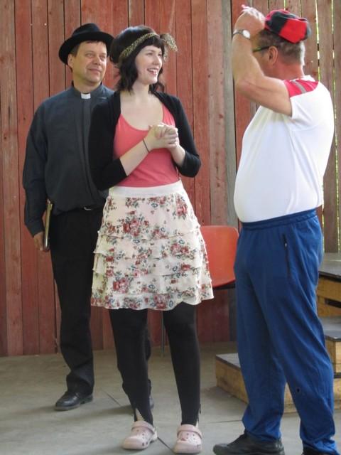 Rabbi pappi, Sari ja Reiska