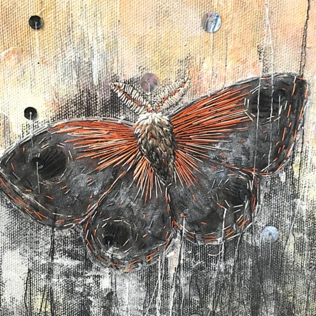 Lähikuva teoksesta Moth.