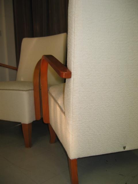 2 nojatuolia kunnostettuna, uudella kankaalla