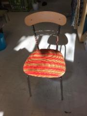 yksi kiva tuoli uudella kankaalla