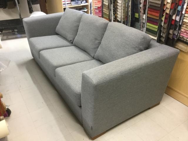 moderni sohva, uusi verhoilu