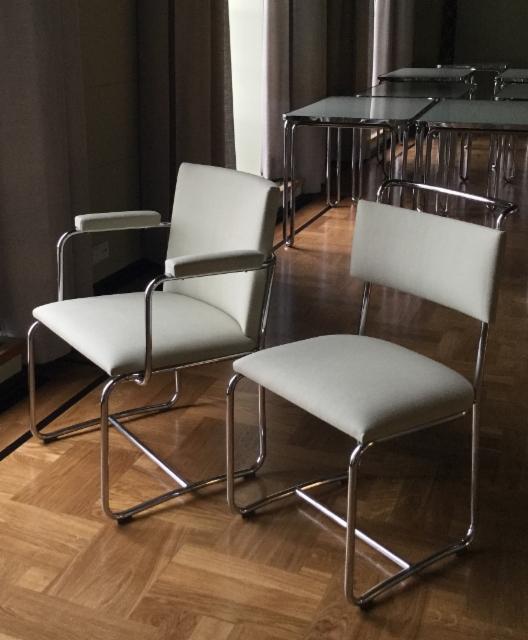 Kahvion tuoleja
