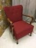 Kaarevaselkäinen K-tuoli