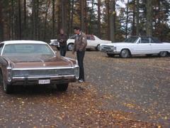 Isoja autoja Vehoniemenharjulla