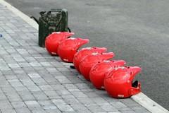 2011-5-helmets_and_fuel_michelin_premier_park_motojysky