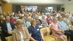 Kokous yleisöä