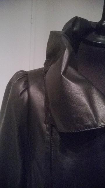 Pitkä naisellinen takki