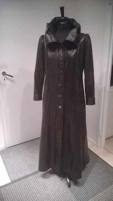 Kokokuva pitkästä takista