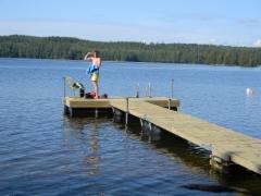 Uimaan menossa Rullava-laiturilta