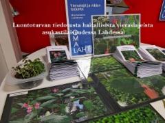 tiedotusta_haitallisista_vieraslajeista_oma_lahti_asukastilaisuudessa_liipolassa_24.4.19luontoturva.fi