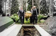 Hautaa kohti