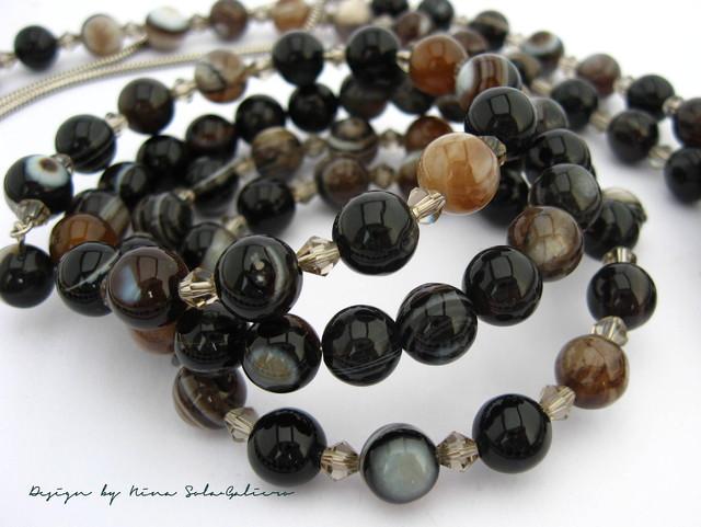 Upeasti kiiltävät agaattihelmet sommiteltuna spiraalirannekoruksi / Georgous highly shiny  round Agate beads composed as a spiral bracelet