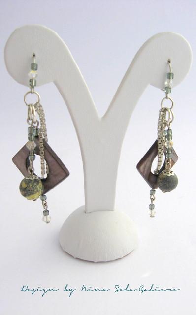 grey_earrings