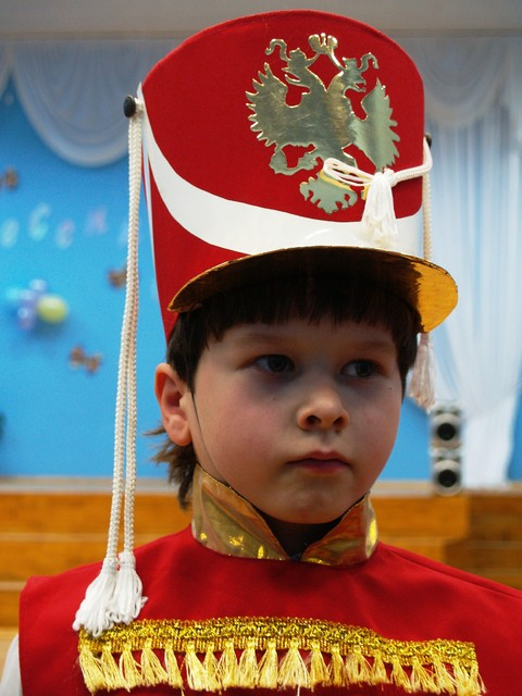 Pieni keisari koulun juhlassa