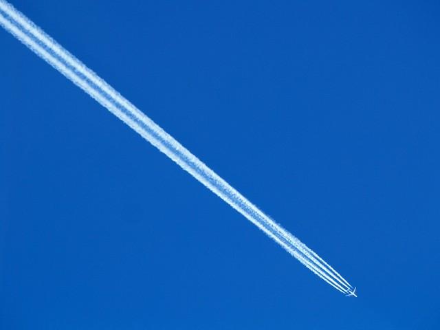 Lentokone Kaitaisten taivaalla
