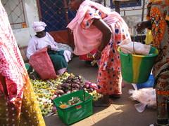 Vihannestorilla, Gambian pääkaupunki Banjul