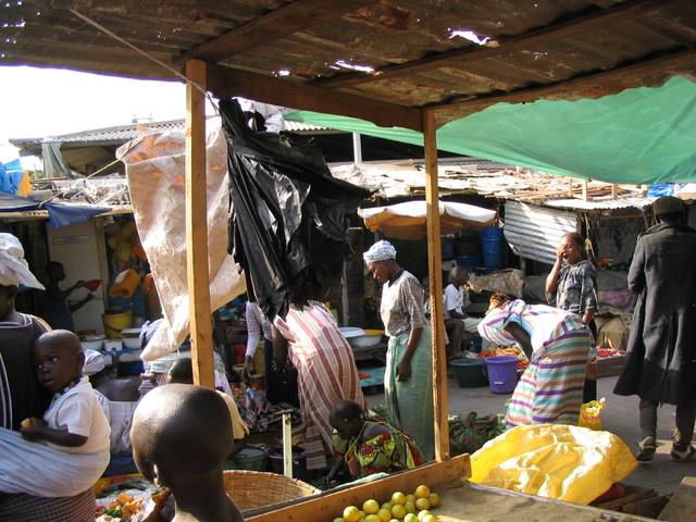 Torin hyörinää Banjulissa