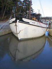 Aina-laiva Raision venesatamassa