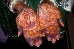 A97 Hennalla tatuoidut kädet