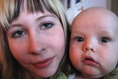A64 Nainen vauvan kanssa