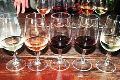 A14 Viinilasit rivissä