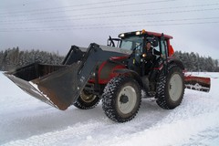A61 Mies traktorissa