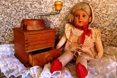 A62 Vanha nukke ja kahvimylly