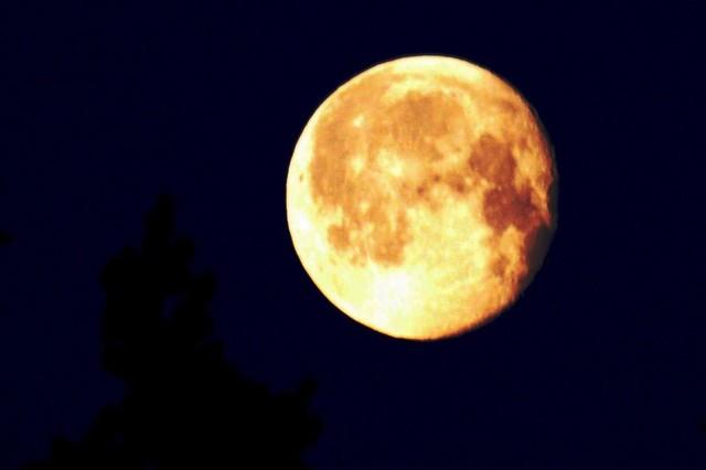 A72 Kuu yöllä