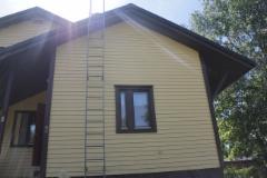 Huolellisella maalaustyöllä saatiin kuitenkin talosta kaunis ja sään kestävä