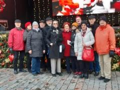 Tallinnan matkalaisia Joulutorilla