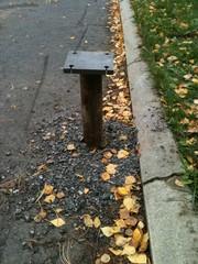 Ruuvipaalu asfaltin läpi