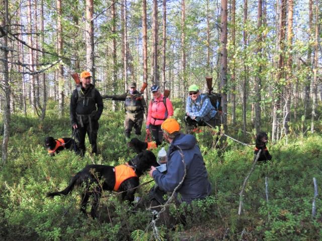 Ryhmäkuva Pudasjärven metsäkokeessa