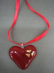sydan satiininauhassa