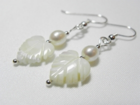 Helmikorvakorut - Pearl earrings