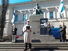 Pekka pitämässä vappupuhetta 2013