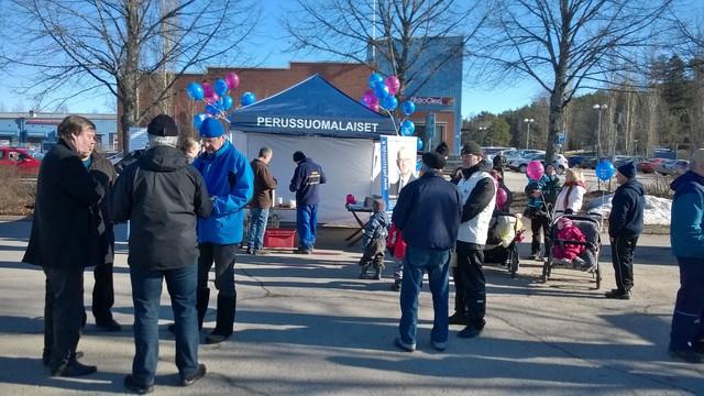 Vaalitorilla Karkkilassa 13.3.2015