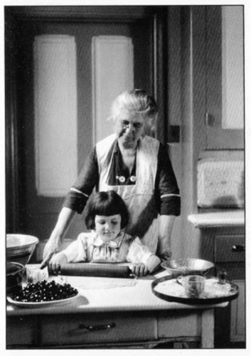 baking_with_grandmother.jpg&width=280&height=500