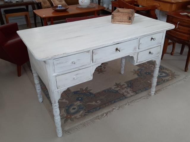 Vanha kirjoituspöytä.