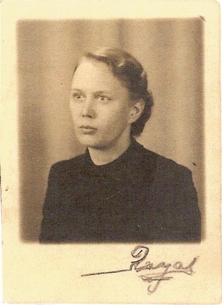 Aune Koskinen s.29.09.1909 Helsingissä