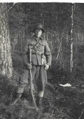 faija Tapio 1 sotilaspuvussa