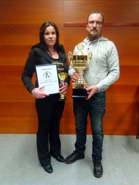Urosten vuosimaljakilpailun voitti jpu Uilonpuron Sumu. Kuvassa Sumun omistajat Satu & Mika Kettunen