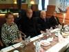 Olan pöydässsä istuivat Irman ja Maisan kanssa Matti Sakki Haminasta