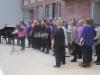 Lauttasaaren Laulajat esiintyivät aulassa