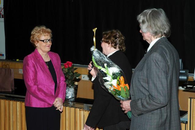 Onnea, Pirkko! Anja ja Tibor Garanvölgyi onnittelemassa