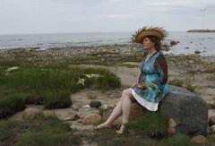 .. istui kivelle, miettii, odottaa merelt� merkki�....