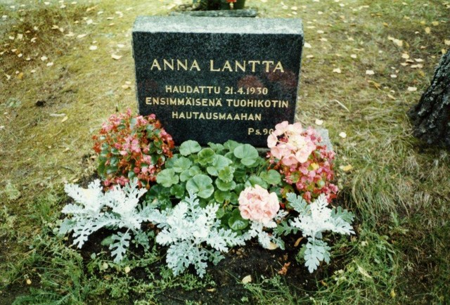 Anna Lantan hautakivi