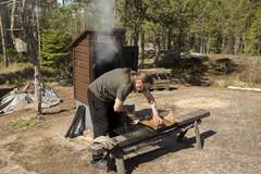 Savulohen valmistusta (c) Sari Ahonen
