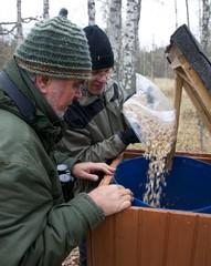 maaapähkinää pönttöön © Markku O. Tunturi
